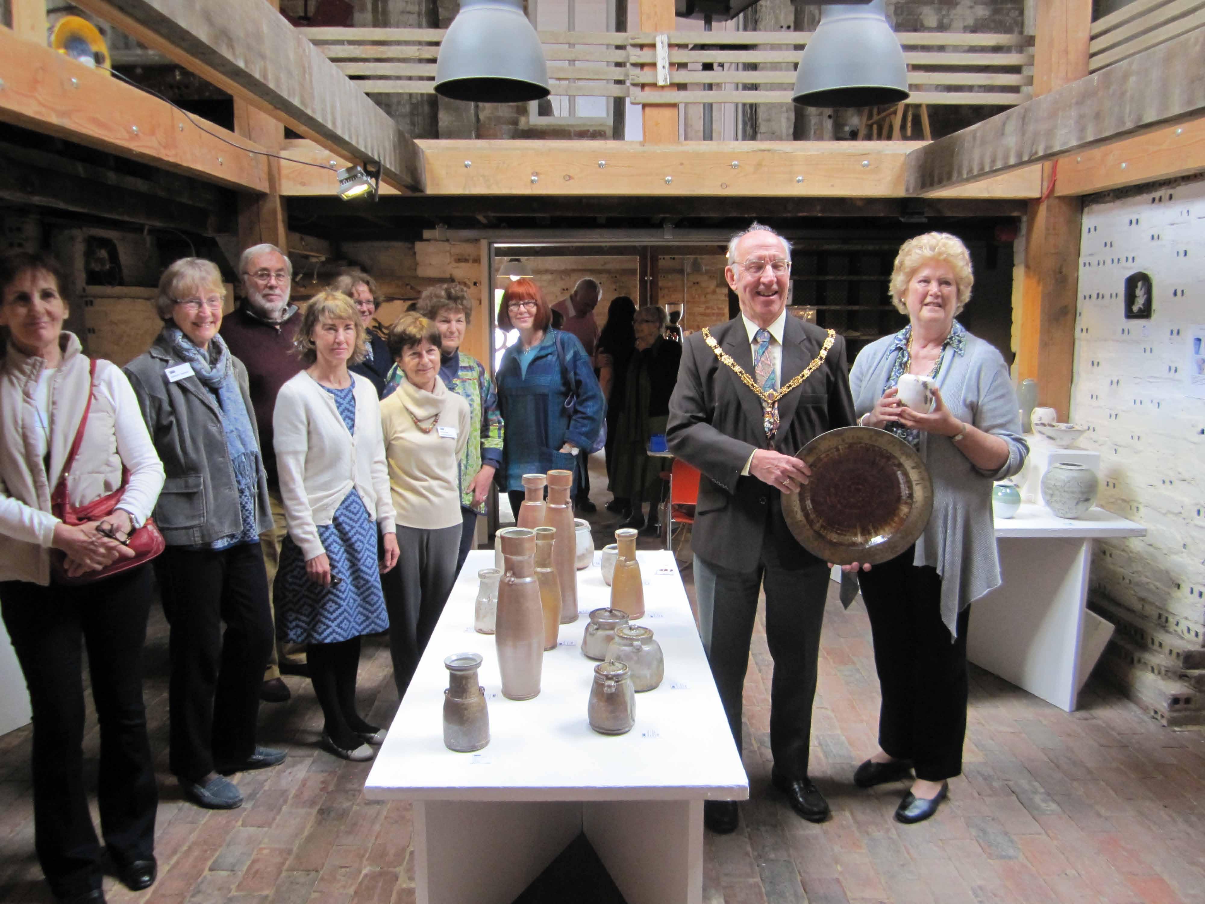 Farnham Mayor buys WSP pots!